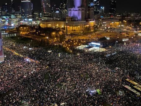 150.000 personas salen a las calles para protestar contra la prohibición del aborto en Polonia