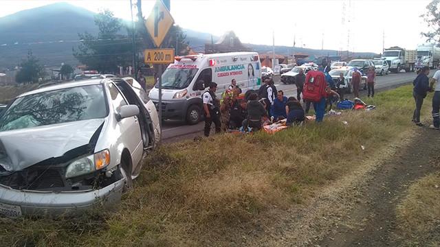Fuerte accidente en la carretera Morelia-Quiroga deja varios niños heridos -Emprendedorpolitico.com