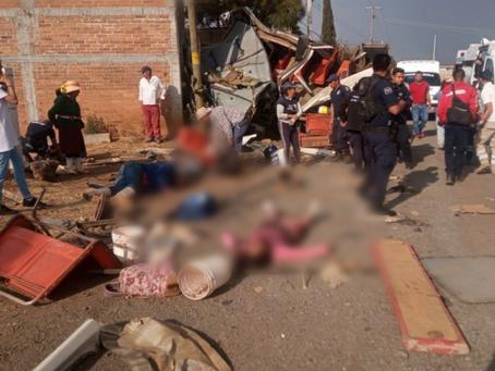 Tráiler choca contra camión de pasajeros dejando varios muertos y heridos en la Morelia-Pátzcuaro