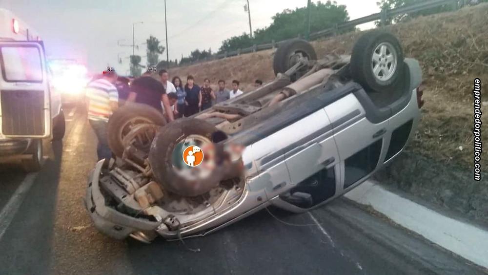 Jessica de 28 años voltea su Jeep en la carretera Morelia-Tarímbaro