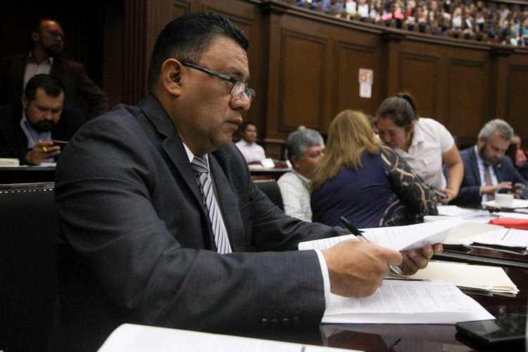 Llama Fermín Bernabé a optimizar el uso de recursos públicos en Michoacán
