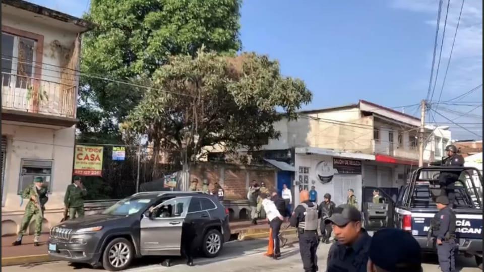 #Uruapan: Matan a mujer en desfile cívico del 16 de septiembre; autoridades se niegan a cancelarlo