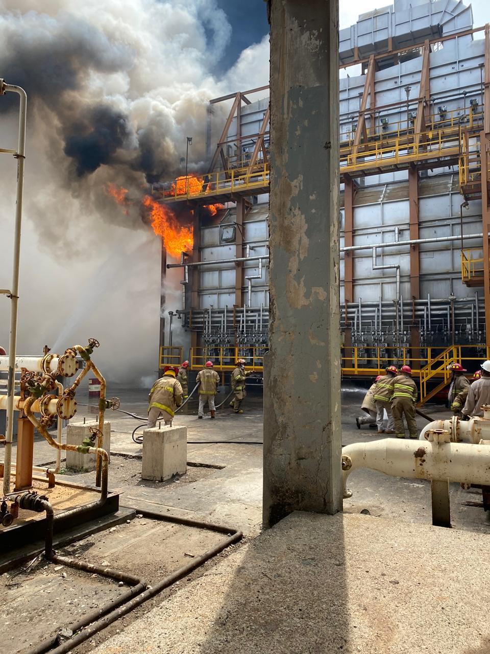 """Por sismo, refinería Salina Cruz entra en """"Paro seguro"""" por incendios presentados"""