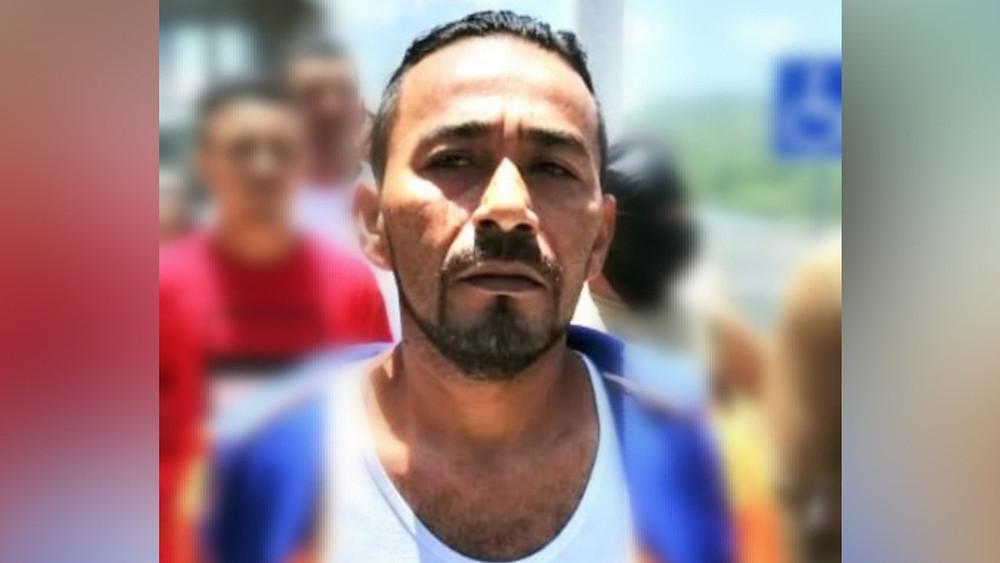 Momento en que hombres armados y disfrazados de policías liberaron a un criminal en Honduras +Video
