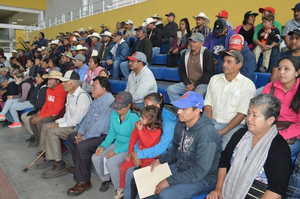Alcalde de Acámbaro Alejandro Tirado entrega implementos agrícolas a 77 productores de la región