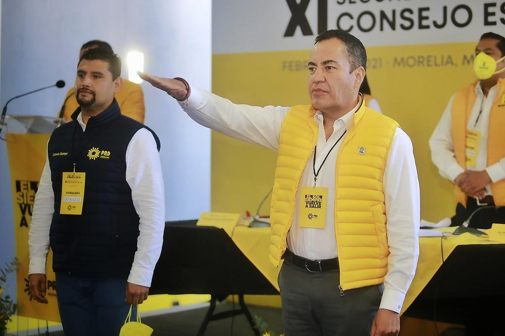 Llego el día: Carlos Herrera toma protesta como el gallo del PRD para ir por el Solio de Ocampo