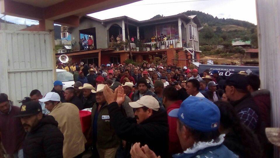 Habitantes de Ocampo despiden los restos del activista Homero Gómez