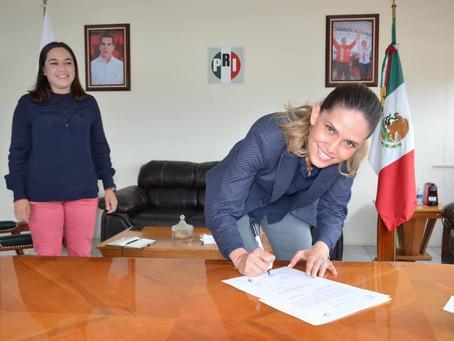 Daniela de los Santos recibe constancia como diputada para la 75 Legislatura de Michoacán