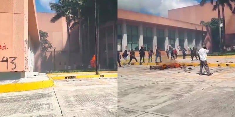 Encapuchados, entre normalistas y profes, vandalizan e incendian Congreso de Guerrero