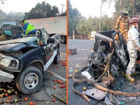 Michoacán: Dos mujeres lesionadas tras choque entre camioneta y caja de tráiler