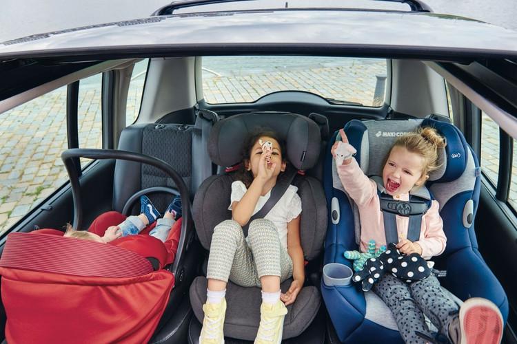 Evita multas de $ 1, 026 pesos no llevando menores de edad en la parte delantera del auto