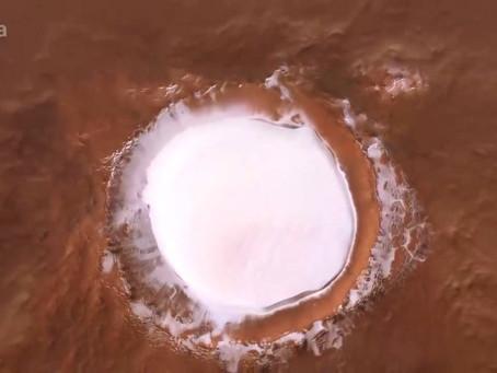 Así es el vuelo sobre un enorme cráter de Marte repleto de hielo (+Video)