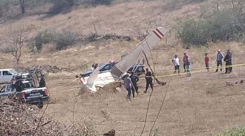 Muere piloto al estrellar su avioneta en Tepalcatepec, #Michoacán