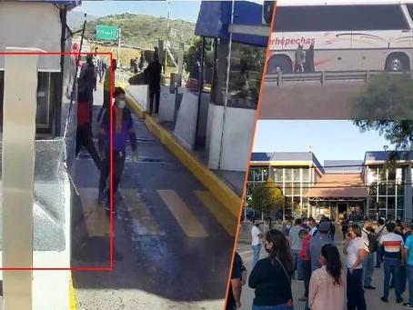 Por hacer destrozos en la caseta de Panindícuaro, detienen a 66 normalistas; ya liberaron 2