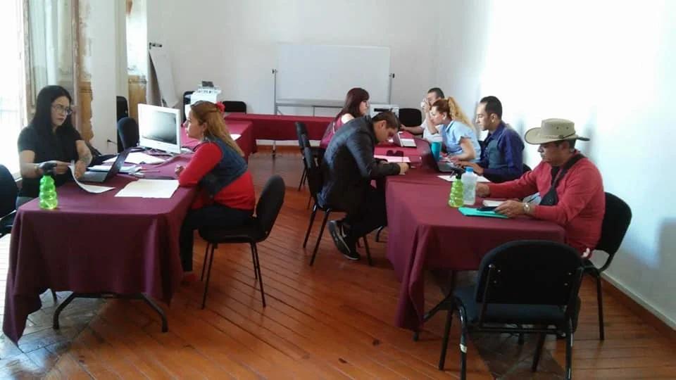 Diputada Salvador Arvizu atiende a trabajadores despedidos de empresa moreliana por el COVID-19