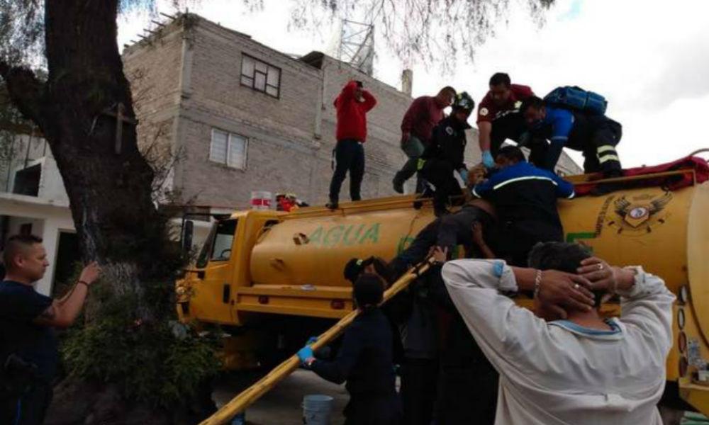 2 trabajadores se desmayan dentro de una pipa en Ecatepec; se intoxicaron mientras la pintaban