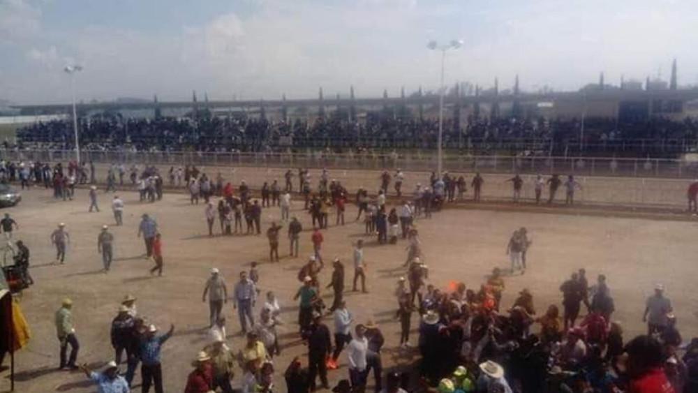 Carrera de caballos clandestina termina en balacera; hay 5 muertos (+Videos)