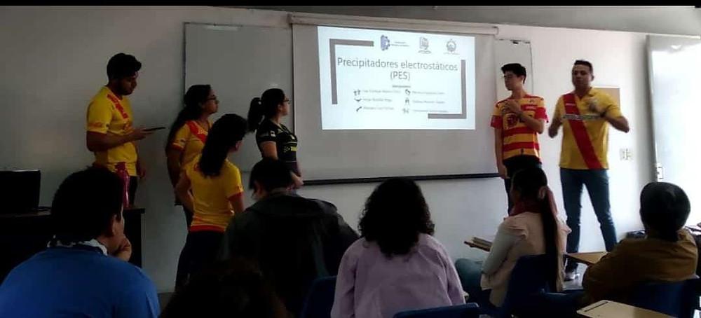 Estudiantes del Tec de #Morelia se ponen la del Monarcas para exponer y se hacen virales