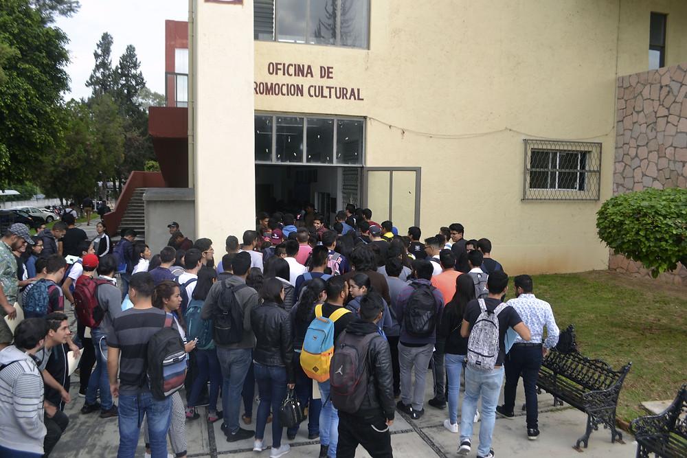 1158 BENEFICIARIOS DE LA BECA BENITO JUAREZ RECIBEN SU APOYO ENEL AUDITORIO DEL ITM