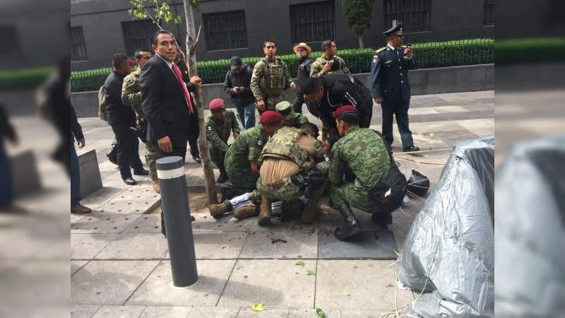 Estable el paracaidista accidentado durante Desfile Cívico Militar en CDMX