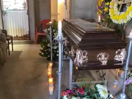 #PasaEnMichoacán: Abren el ataúd de su madre y encuentran el cadáver de un hombre