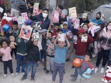 Morelianos se ponen la corona y entregan juguetes a niños de 20 comunidades
