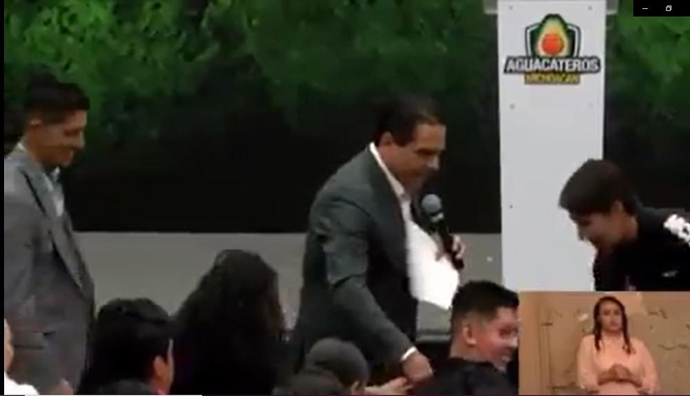 """Silvano tiene revés en evento público; dice """"No mames"""" a atleta paralímpico"""