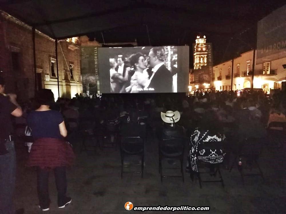 Morelianos disfrutan de las funciones gratuitas y al aire libre del Festival de Cine