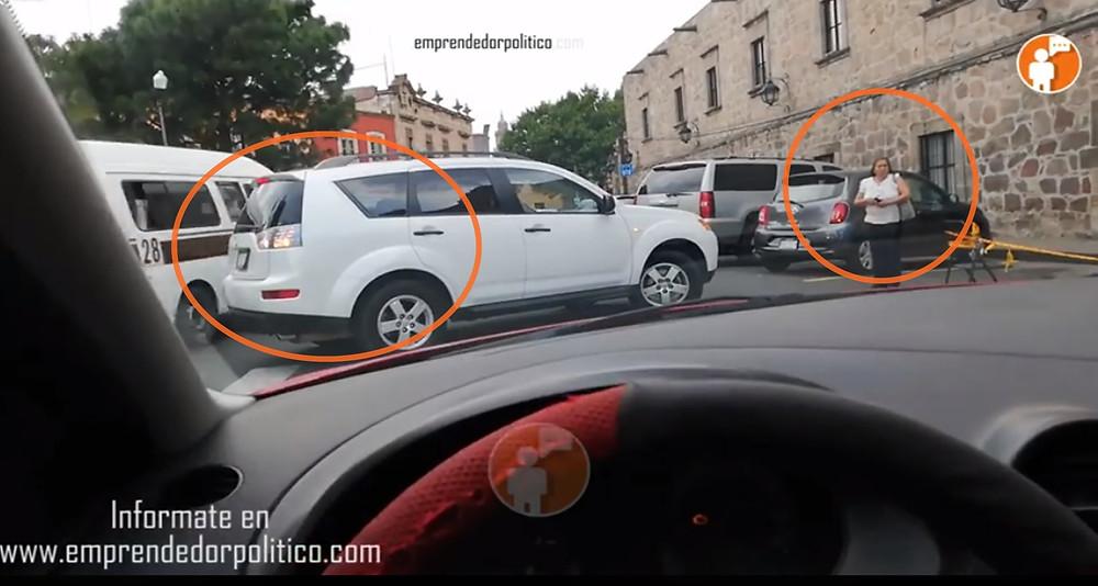 Doñitas morelianas necias discuten por espacio de estacionamiento #DenunciaCiudadana