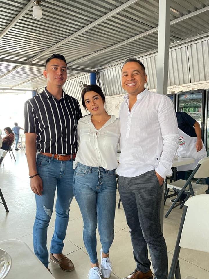 Fundador de Morena mantiene agenda de trabajo con docentes de Apatzingán
