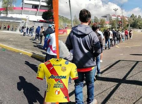Reinician venta de jerseys del Atlético Morelia; grandes filas en el Coloso del Quinceo para comprar