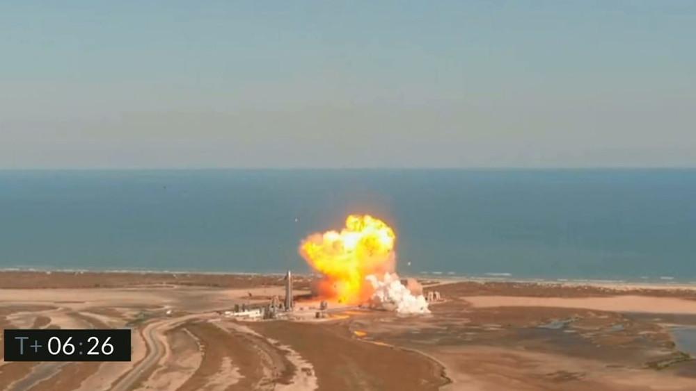 Cohete de SpaceX explota al aterrizar tras lanzamiento de prueba