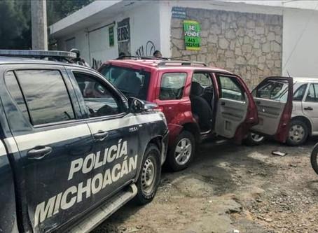 Morelia: Tras persecución, policía detiene a 2 dos delincuentes que acaban de robar en una casa