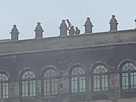 Presidencia aclara que personal en azotea de Palacio Nacional tenía inhibidor de drones, no armas