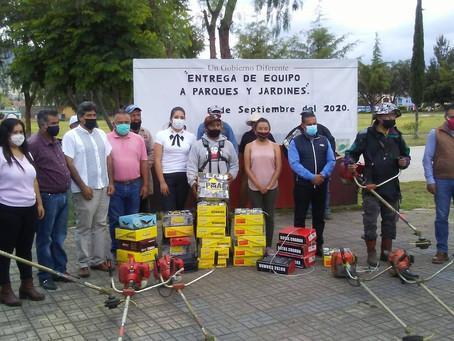 Ayuntamiento de Acámbaro entrega equipamiento a trabajadores de Parques y Jardines