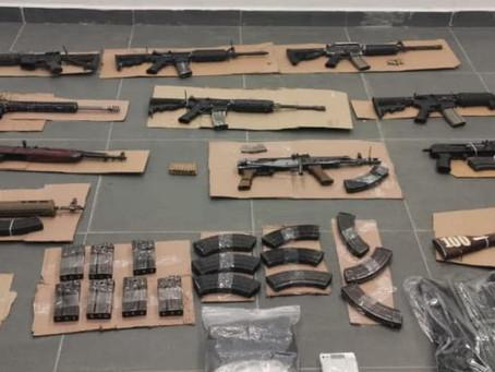 Michoacán: Aseguran a 16 personas, 12 fusiles, 170 cartuchos útiles, droga y 30 cargadores
