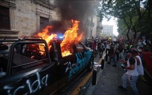 Manifestación por Giovanni López deriva en violencia en Guadalajara
