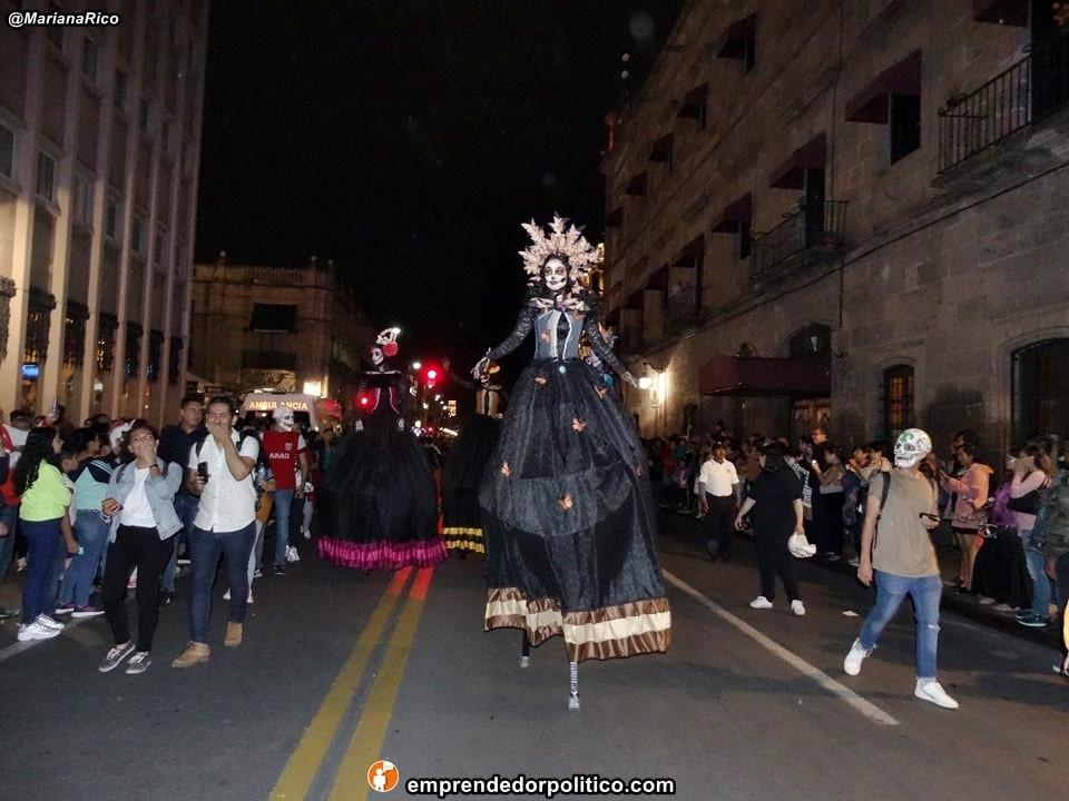 Así fue la noche de catrinas en #Morelia, búscate en las fotos