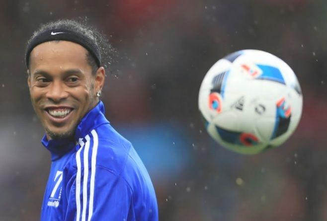 Ronaldinho volverá a jugar en México muy pronto