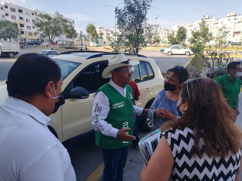 Salvador Arvizu y el PVEM ofrecen agenda legislativa pSalvador Arvizu y el PVEM ofrecen agenda legislativa participativa a líderes de Villas de Orientearticipativa a líderes de Villas de Oriente