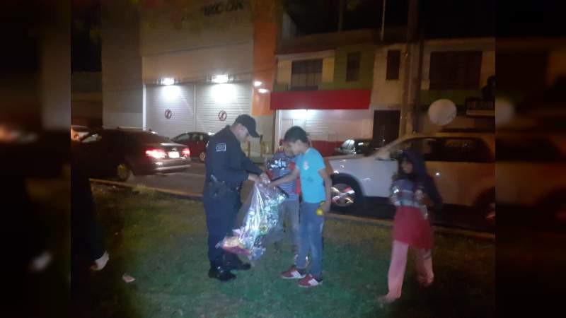 Polis de #Uruapan la hacen de Reyes Magos