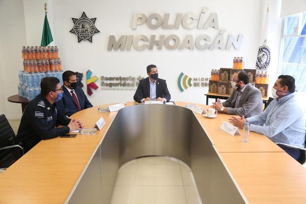 Para enfrentar el COVID-19, FEMSA dona 4 mil 900 lts en productos a policías de Michoacán
