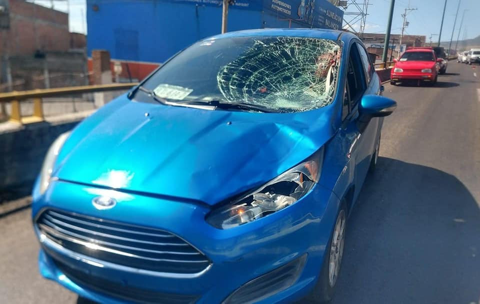 Se le descompone el auto en el Libramiento de Morelia, se baja a poner  conos y muere atropellada