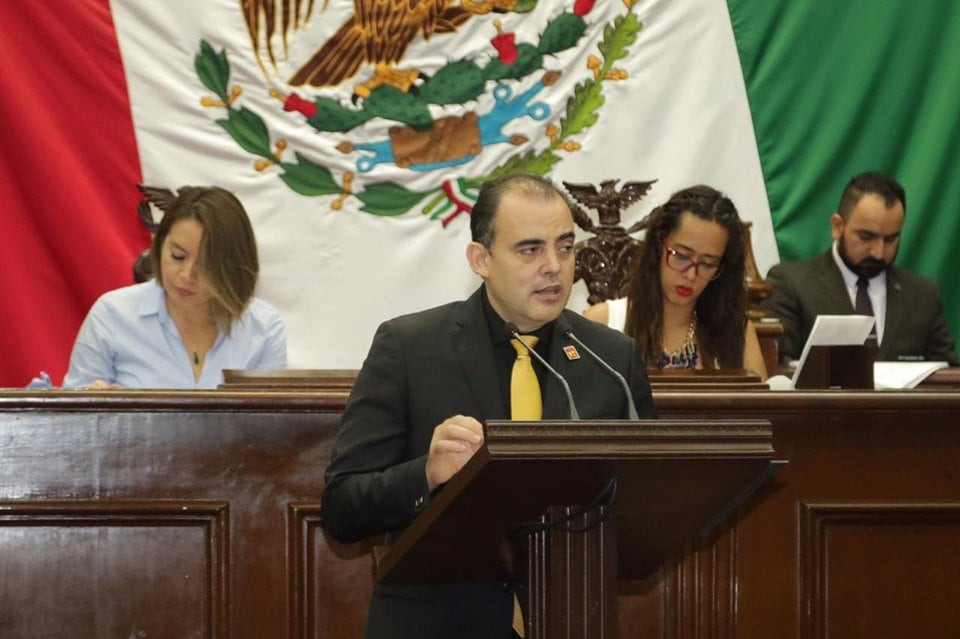 Diputado Baltazar Gaona propone reducir la mitad de los pluris en el Congreso