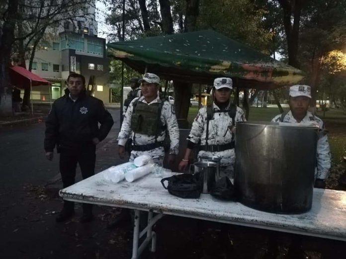 Guardia Nacional en #Michoacán entrega café y cobijas en el hospital civil e infantil de Morelia
