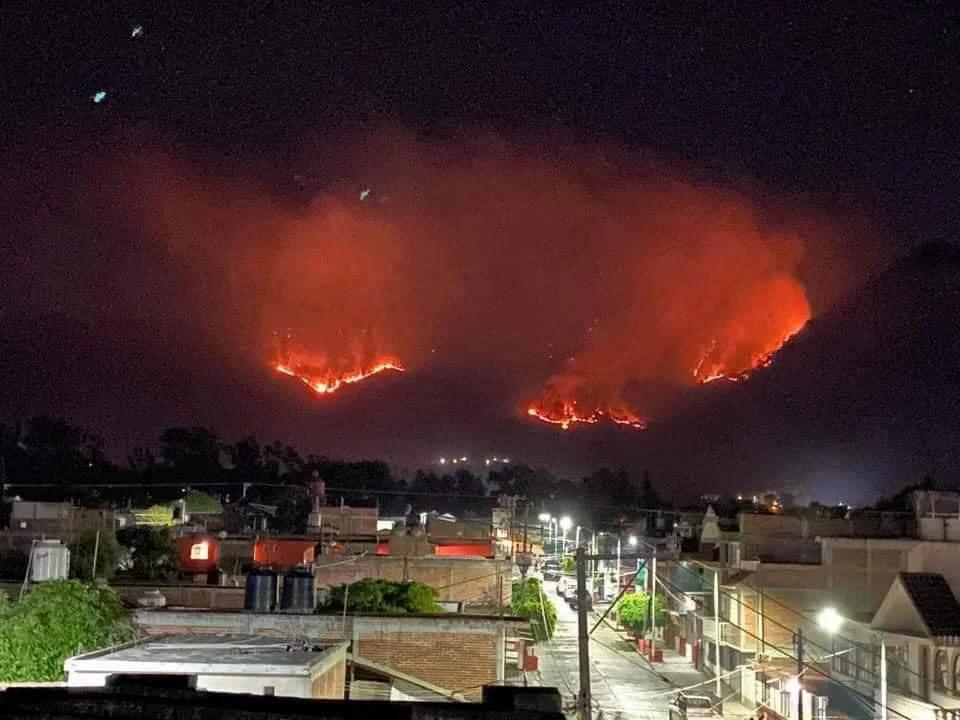 El cerro de Tuxpan lleva 4 días de incendio y se han consumido aproximadamente 400 has. (+Fotos)