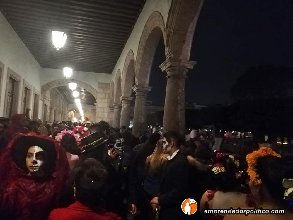 Lluvia no dejo que morelianos terminaran de disfrutar el desfile de Catrinas y Catrines (+Video)