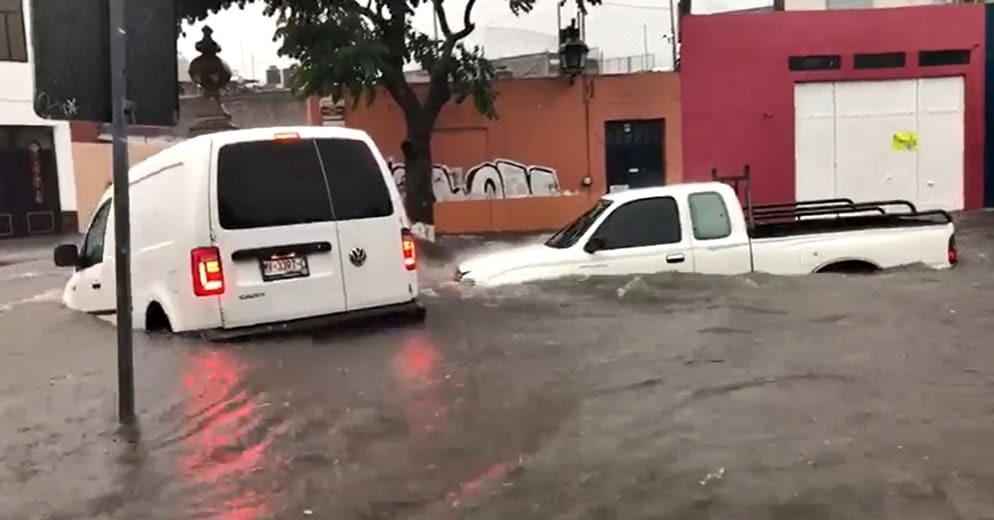 Morenecia: Vehículos se convierten en lanchas esta tarde en el centro de Morelia (+Video)