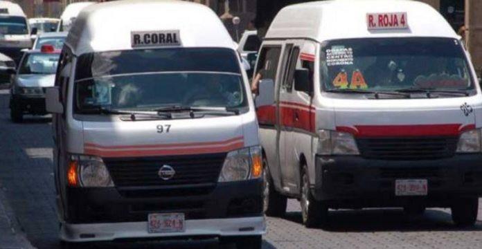 se multará a chóferes que lleven personas paradas en combis y camiones, dicta COCOTRA