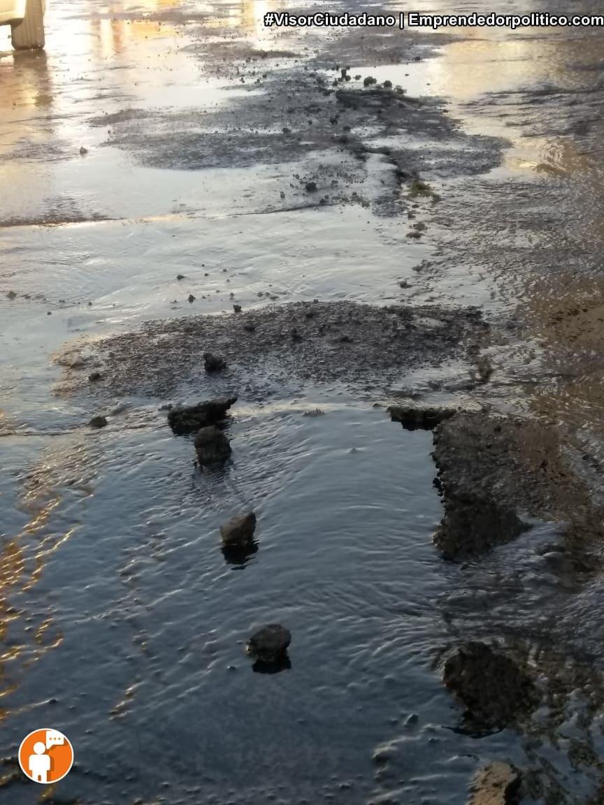 Fuga de agua en el centro de Morelia levantó concreto y duró cerca de 4 horas